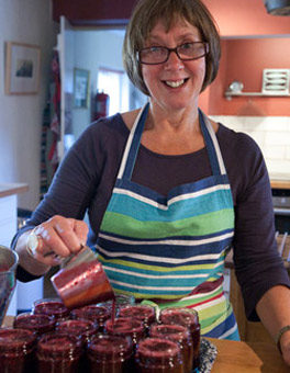 Suvi making jam